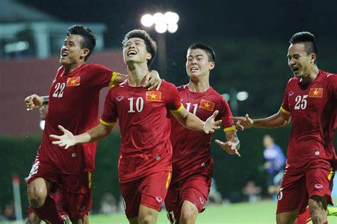 vietnam thailand  teams  compete    cup