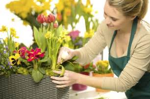 Spring Home Decorations selecting a wedding florist articles easy weddings