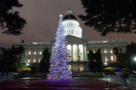 sacramento capital christmas decorations fa la la la la california s capitol tree shines bright dgs newswire