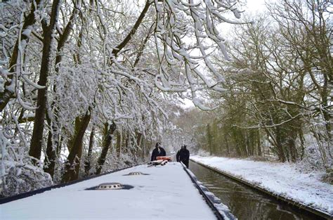 luxury canal boat hire stratford upon avon christmas new year winter canal boat narrowboat hire