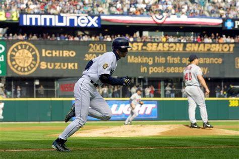 Ichiro Suzuki 2001 Ichiro Suzuki And Bartolo Colon The Oldest Guys In The