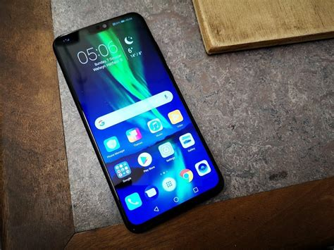 honor 8x review the screen size of an iphone xs max for almost a fifth of the price that s