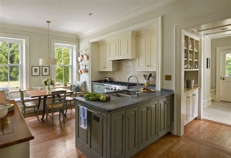 Two Toned Kitchen Cabinets by 20 Kitchens With Stylish Two Tone Cabinets