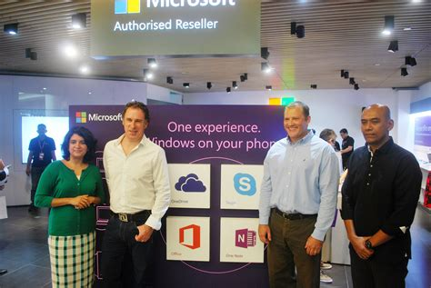 Microsoft Di Malaysia kedai microsoft dibuka secara rasmi di klcc penjualan