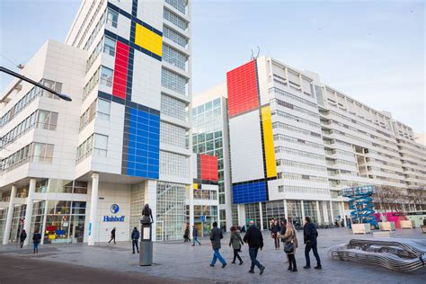 richard meier designed dutch city hall  massive