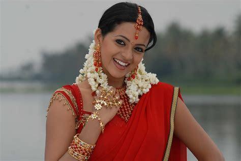 actress bhavana latest bhavana awesome red voni exclusive pics bhavana
