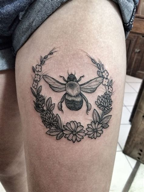 tattoo flower wreath bumble bee and wreath tattoo by jennifer lawes pearl