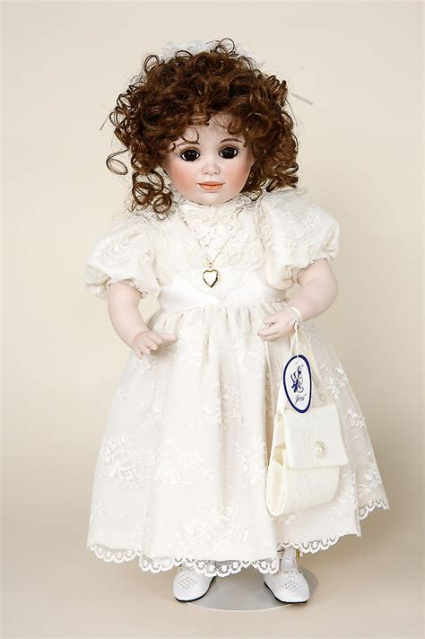 doll on elizabeth porcelain soft limited edition