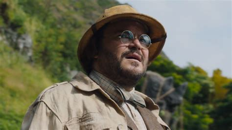 jumanji welcome to the jungle trailer movie and tv reviews the hilarious new trailer for jumanji welcome to the jungle is here spicypulp