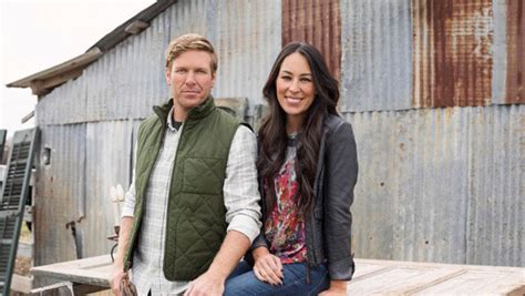 fixer upper what time is it on tv episode 11 series 3 fixer upper renewed for season 3 by hgtv renew cancel tv