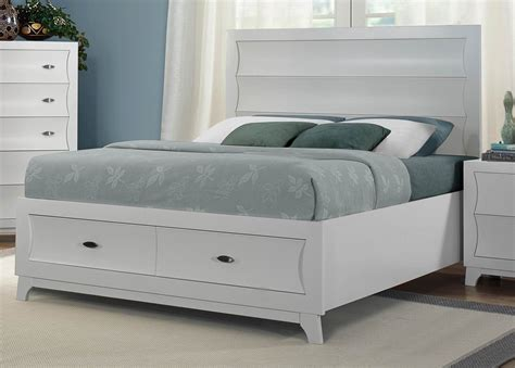 White Bedroom Set With Storage Zandra White Platform Storage Bedroom Set From Homelegance