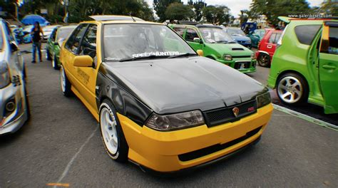kereta mitsubishi saga aeroback kuning gallery photos and video galeri