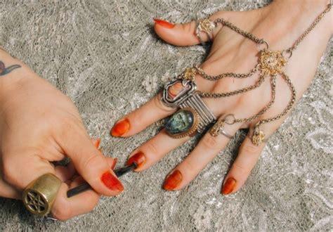 Henna Kuku cara membuat henna sendiri di tangan dan kaki