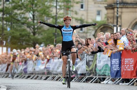 race of helen free crowds treated to exciting finish for cycle race