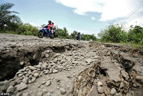 earthquake bengkulu strong 6 4 earthquake hits indonesia s sumatra usgs