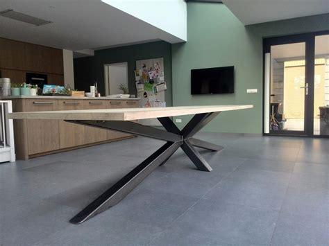 teak tafel dikke poten tafel op maat meubelmakerij houtkwadraat