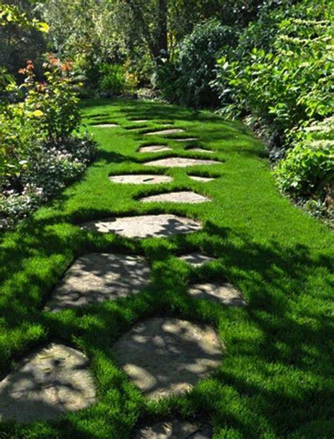 pietra giardino un vialetto di pietra in giardino 20 esempi a cui