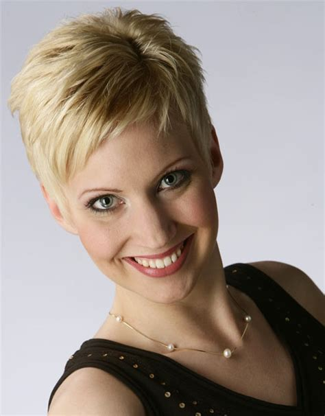 very short spiky pixie hairstyles hairxstatic crops pixies gallery 5 of 9