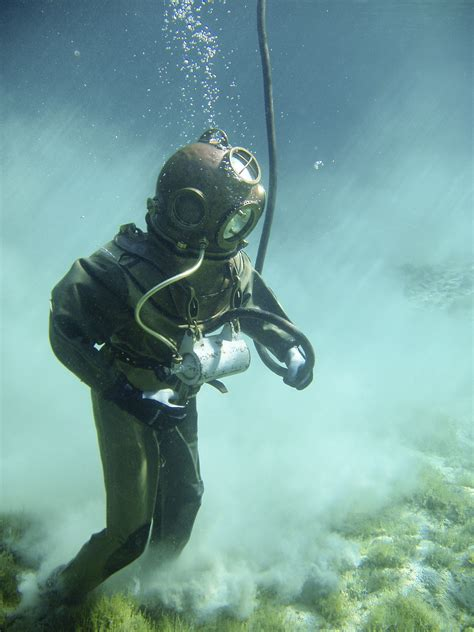 foto dive person in green scuba diving suit 183 free stock photo