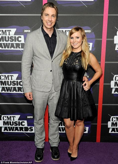 kristen bell husband country music television awards taylor swift shows off