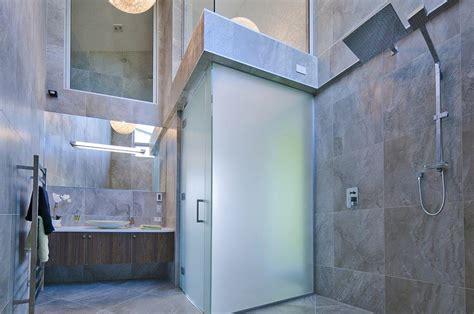 badezimmer komplett badezimmer komplett gefliest haus am meer in neuseeland