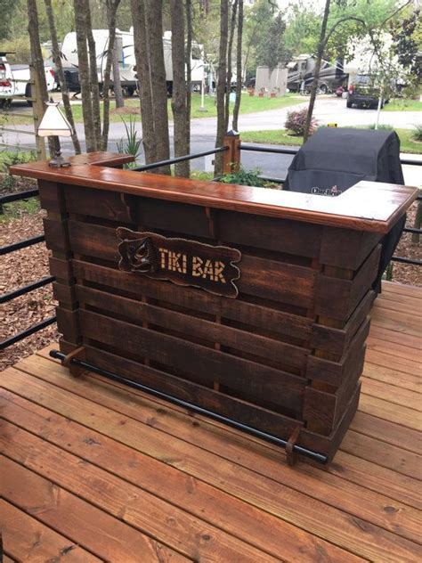 How To Make A Bar Out Of A Dresser by 17 Best Ideas About Pallet Bar On Pallets