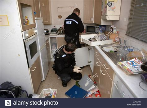 Officer Lookup by Officers Search A House For Drugs In Hull