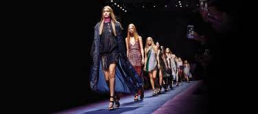 versace womenswear ss fashion show us store