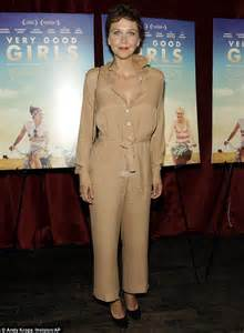 Name That Bag Maggie Gyllenhaal by Maggie Gyllenhaal Suffers A Fashion Fail At