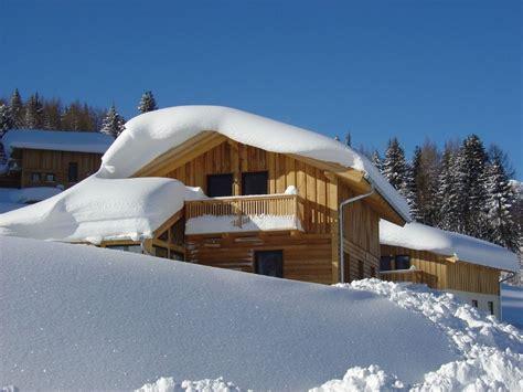 blockhütte im schnee mieten st 252 bacher h 252 tte im alpendorf fewo direkt