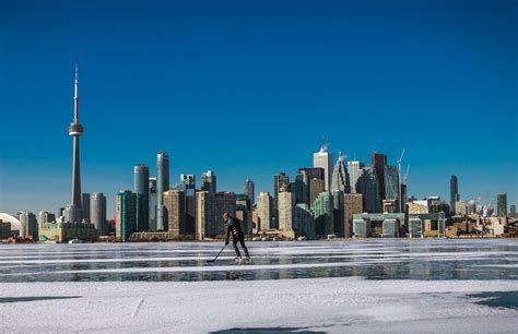 toronto   winter   ice hockey player skating