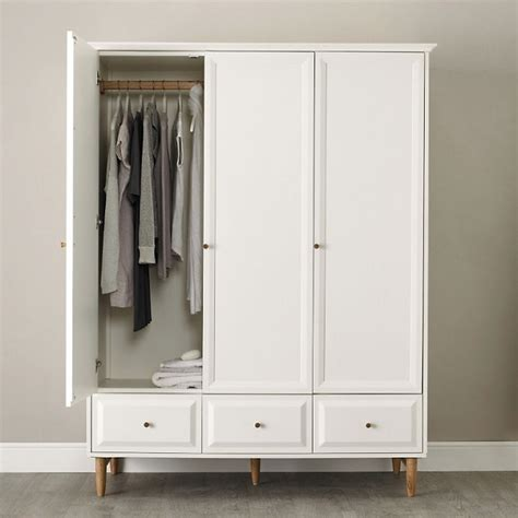 ercol bedroom furniture ercol bedroom furniture favours classic understated design ethos homegirl london
