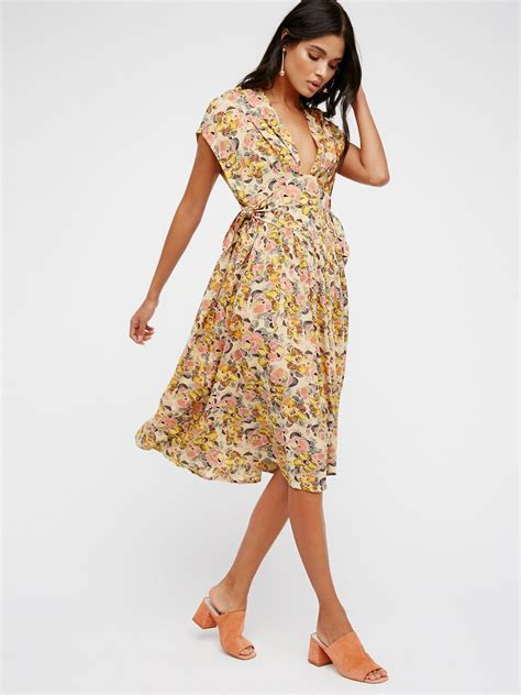 Dress Midi Flower fitting in floral midi dress at free clothing boutique