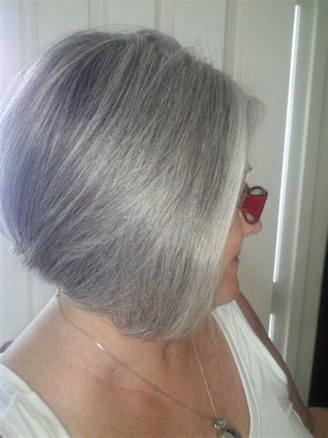 how to grow in gray hair with highlights growing it out gray hair pinterest