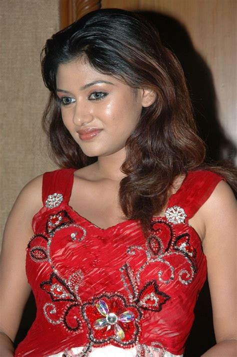Oviya Photos Pictures And Images