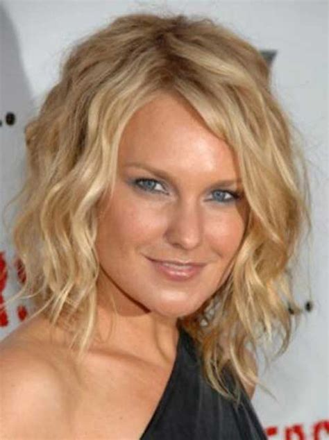 how to beach waves for older women 15 short layered haircuts for wavy hair short hairstyles