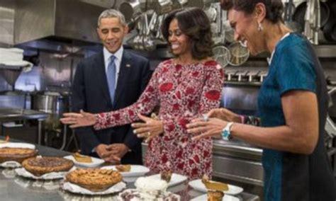 white house family kitchen the obama family celebrate thanksgiving with six pies