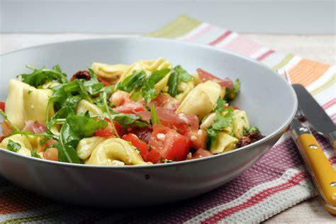 wann muss tomaten sã en tortellinisalat mit rucola und getrockneten tomaten