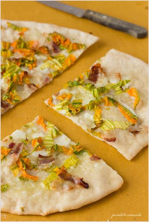 pizza fiori di zucca ricetta pizza con fiori di zucca bufala e pancetta panelibrienuvole