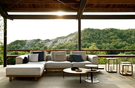 Outdoor Lounge trendy outdoor decor blends minimalism with the warmth of teak