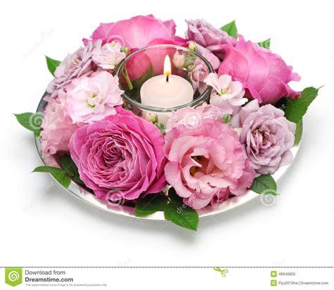 Arranging Roses In A Vase Composition Florale En Tableau Avec La Bougie Photo Stock