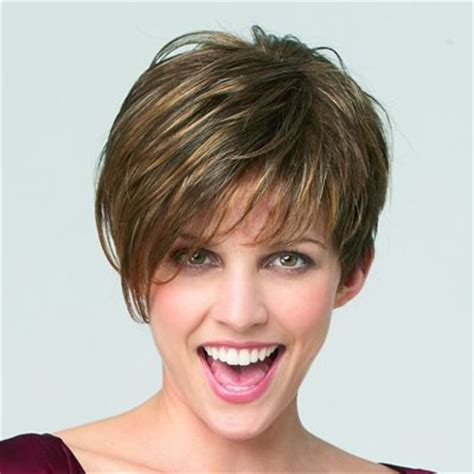 cabellos rizados muy cortos tendencia 2016 melena corta con flequillo peluqueria