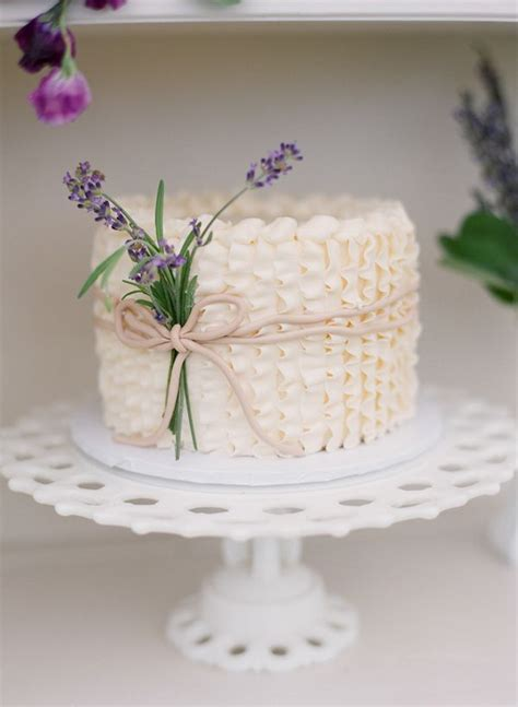 25  best ideas about Ruffled wedding cakes on Pinterest