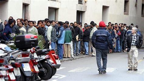 oficina de extranjeria en toledo las solicitudes de residencia en barcelona descendieron un