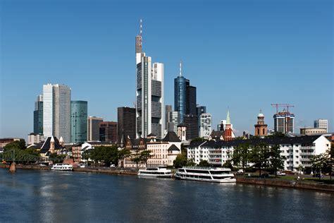 airbnb frankfurt file skyline frankfurt jpg wikimedia commons