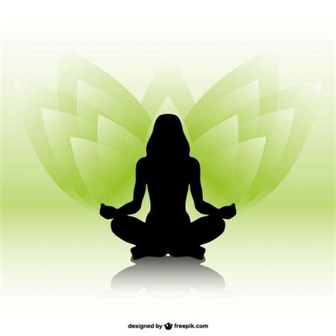 imagenes yoga mujer silueta de mujer practicando yoga descargar vectores gratis