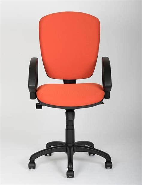 sedie comode per studiare risolvi il mal di schiena con una sedia ergonomica ufficio