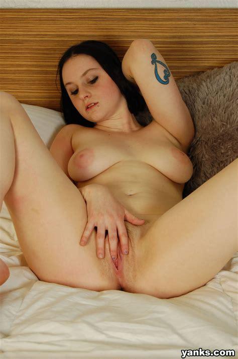 Curvy Amateur Girl Masturbating Natural Girls Nude