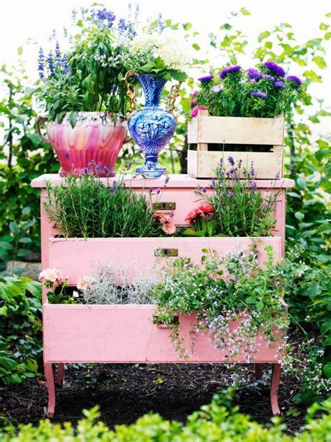 Antique Garden Decor 20 Vintage Garden Decor Ideas To Give Your Outdoor Space A New Spirit The In