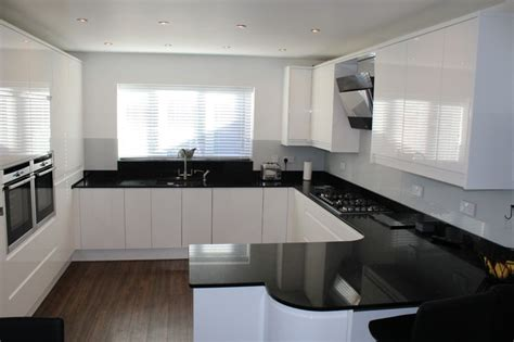 white kitchen black worktop white gloss handleless black quartz worktop